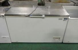 Polar CM 630 Chest Freezer L 1400mm x W 700mm x H 850mm - Handles Broken