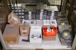 Vehicle parts - brake calipers, cabin filter, drive belt, rear lamp RH, oil filter - see p