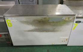 Gram HF410C Chest Freezer L 1300mm x W 680mm x H 890mm - NO HANDLES