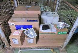 Vehicle parts - RH head lamps, RH mirror covers, Front RH indicators - see picture for iti