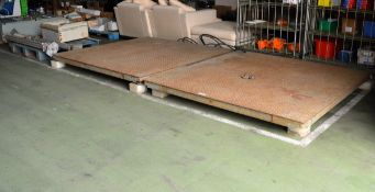 2x Heavy duty weigh scale plates - 2000mm x 2000mm, 2x lifting point acro props,