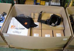 Vehicle parts - multipart T-shirts, multipart carrier bags, front RH indicators, indicator