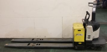 Crown PE4000-80 Pallet Truck Forklift - Serial No. 6A227743 - Truck Type E