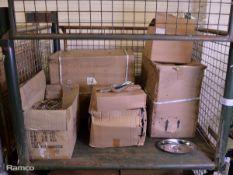 108x 10in oval lids, 72x 12oz Metal Scoops, 17x Condiment Racks 53 x 25 x 32cm
