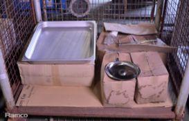 6x 65mm Deep Trays, 24x Dish Lids, Chrome Rack & Wheels