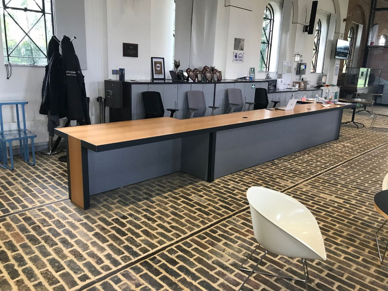 Online Auction Of Bespoke Oak Veneer Reception Desk 6.79m Long - Location: The University of Northampton - Collection Only By Appointment