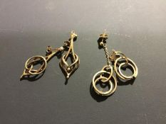 A group of 9ct gold earrings (5.5g)