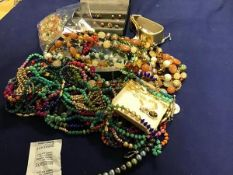 A mixed lot of earrings, beads, brooches etc. (a lot)