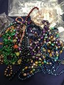 A mixed lot of glass and stone beads and bracelets (a lot)