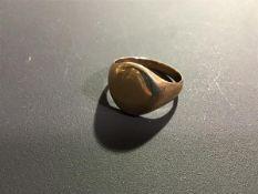 A gentleman's yellow metal signet ring marked 10k (5.3g)
