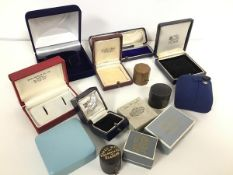 A collection of vintage ring boxes, jewellery boxes, pendant boxes, earring boxes etc. (a lot)