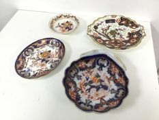 An early 19thc Coalport Imari pattern scalloped dish (h.5cm x 20cm x 23cm) and two Derby Imari