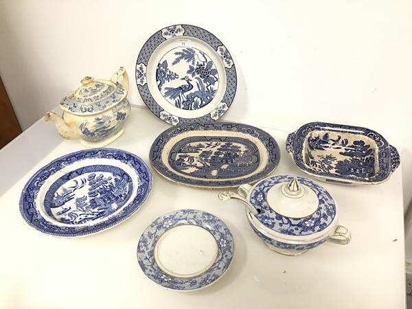 An assortment of 19thc blue and white transfer ware, including a Willow pattern bowl, ashet and