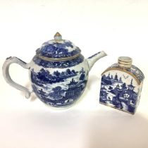 A Chinese Export blue and white teapot, probably late 18th century, enriched with gilding (knop