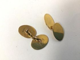 A pair of 9ct gold oval sleevelinks, unengraved (combined: 6.09g)