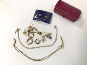 Two 9ct gold chain link necklaces (longest: 25cm) (combined: 4.41g) and an assortment of earrings