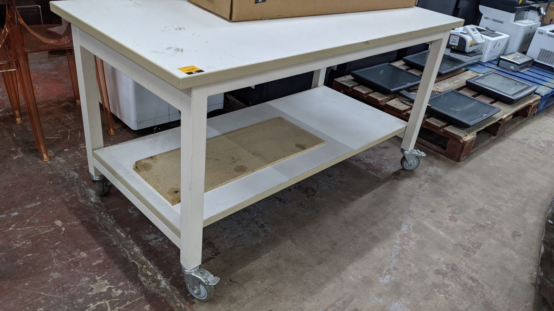 Heavy-duty twin-tier mobile worktable - Image 2 of 4