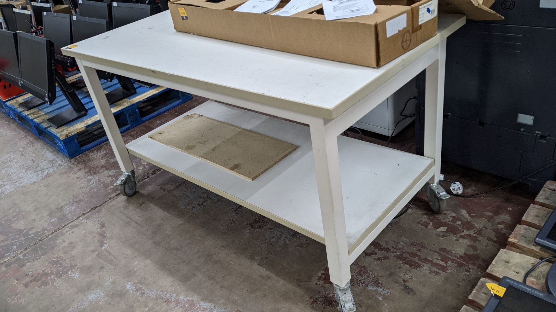 Heavy-duty twin-tier mobile worktable - Image 4 of 4