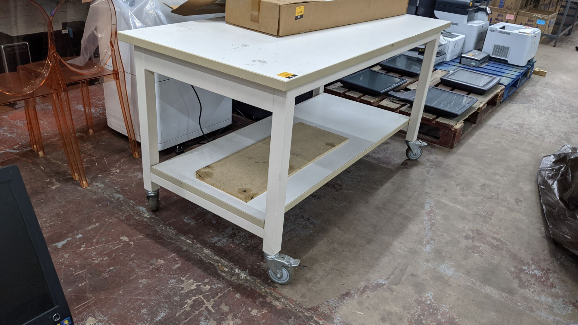 Heavy-duty twin-tier mobile worktable - Image 3 of 4
