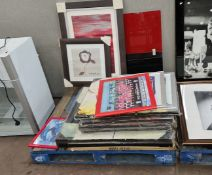 The contents of a pallet of canvas box prints, framed pictures & other decorative items