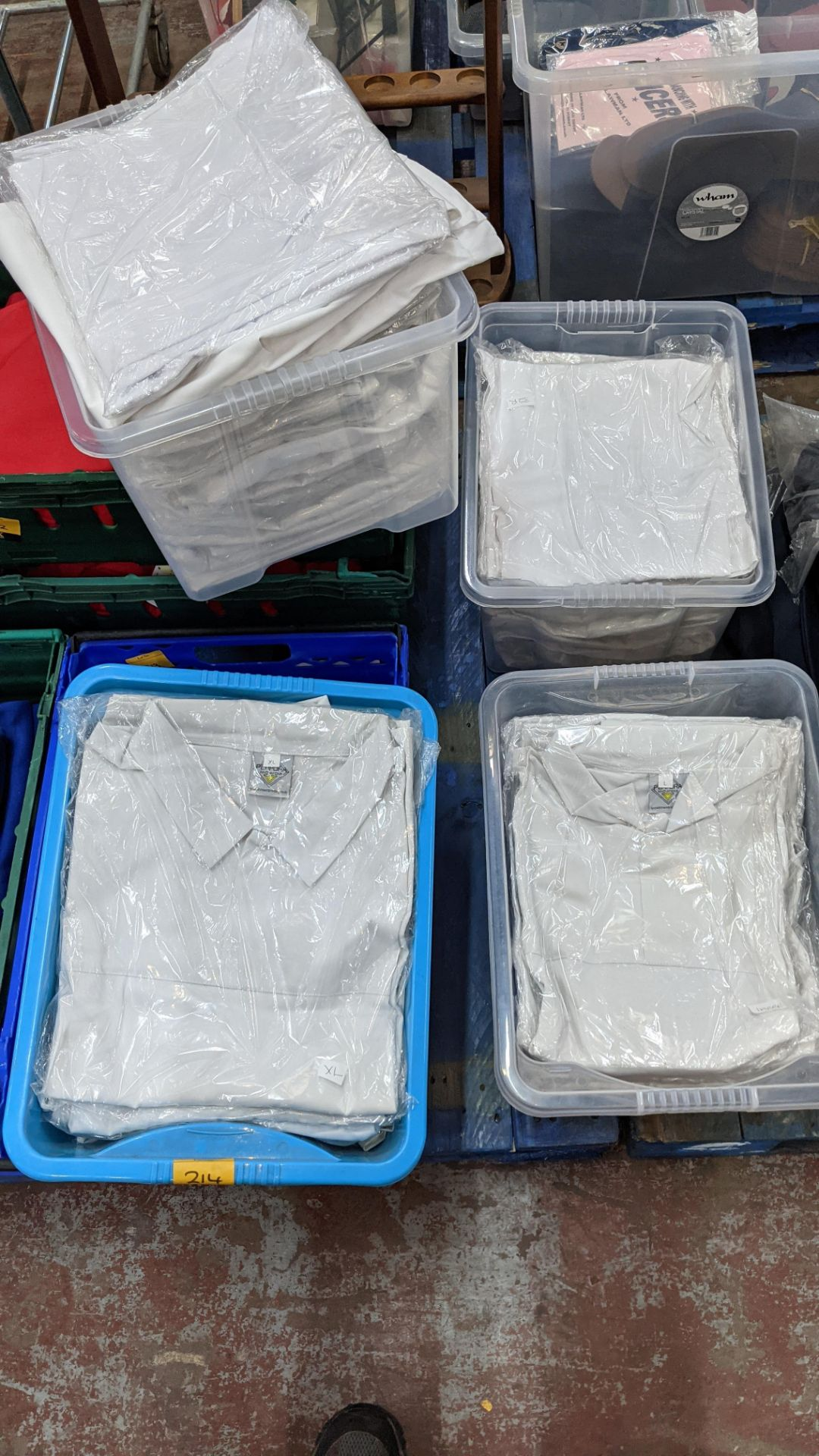 The contents of 4 crates of white clothing, assumed to be for the catering industry. NB crates excl - Image 5 of 5