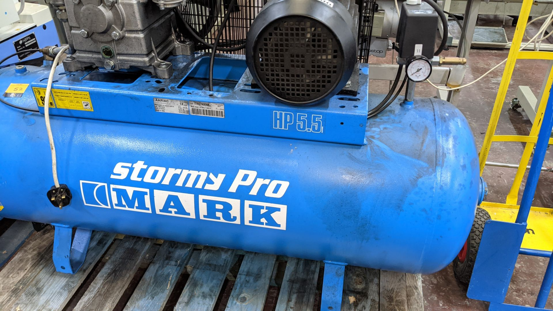 Mark Stormy Pro all-in-one compressor comprising horizontal welded air receiver with compressor equi - Image 4 of 17