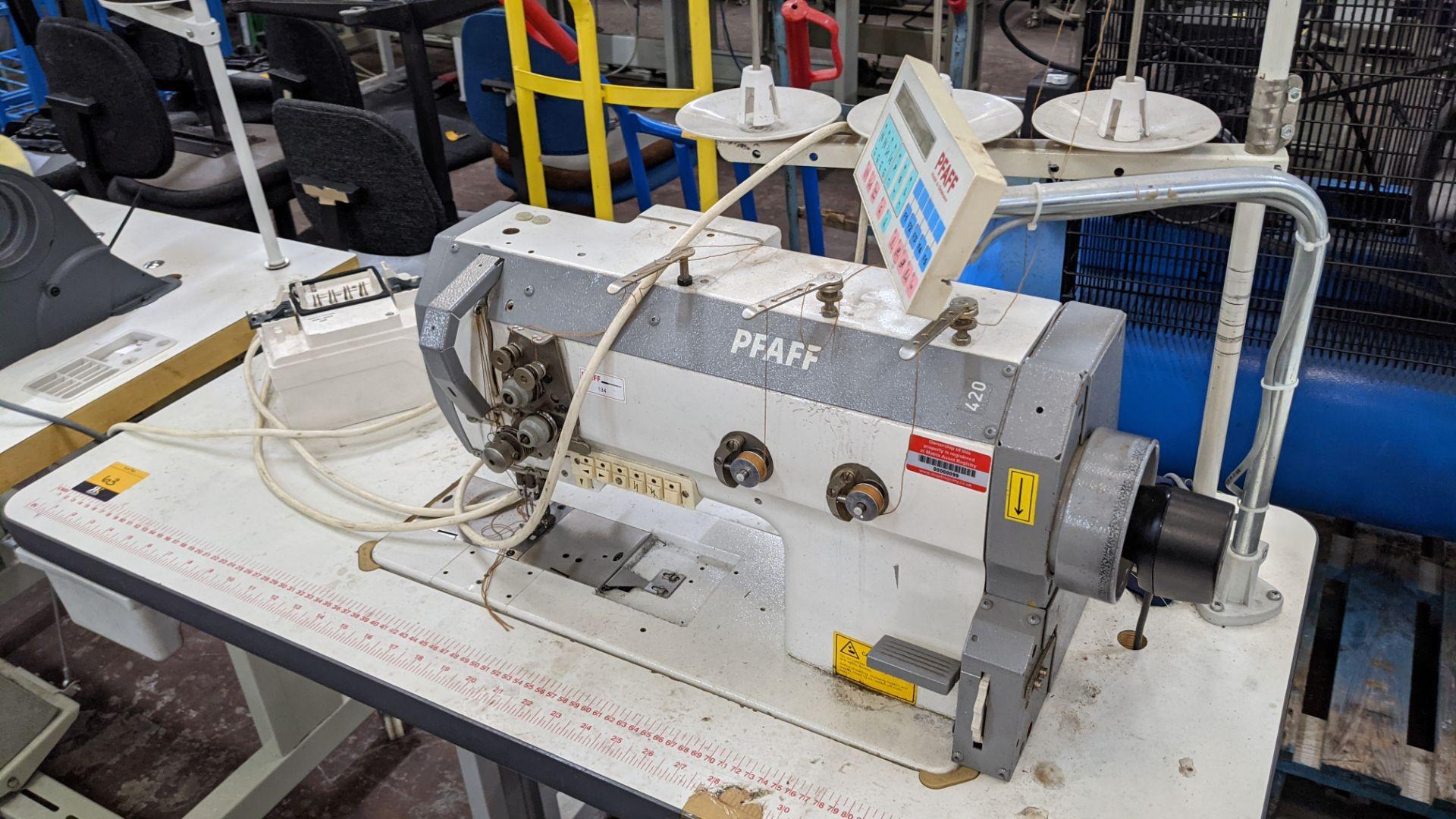 Pfaff twin needle sewing machine, model 422 - Image 4 of 17