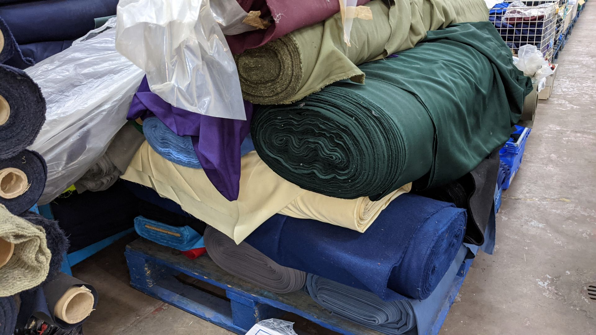 The contents of a pallet of assorted fabric - Image 5 of 8