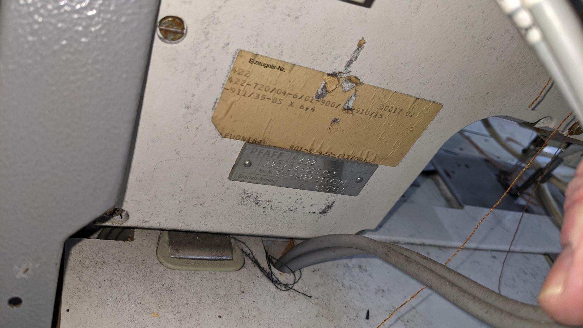 Pfaff twin needle sewing machine, model 422 - Image 12 of 17