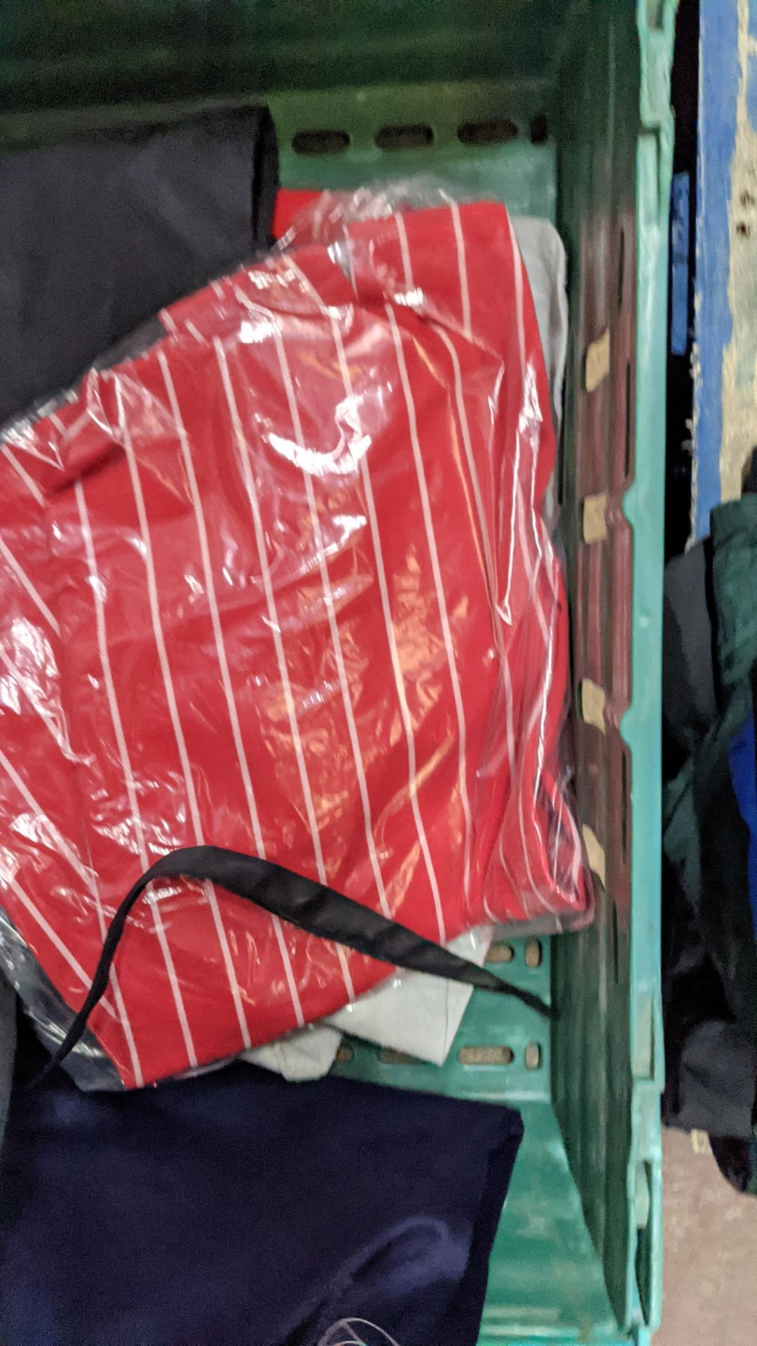 The contents of a crate of assorted aprons & other coveralls - Image 4 of 5