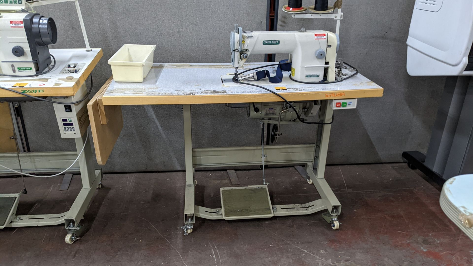 Siruba sewing machine, model L818D-M1, with edge band guide - Image 3 of 13