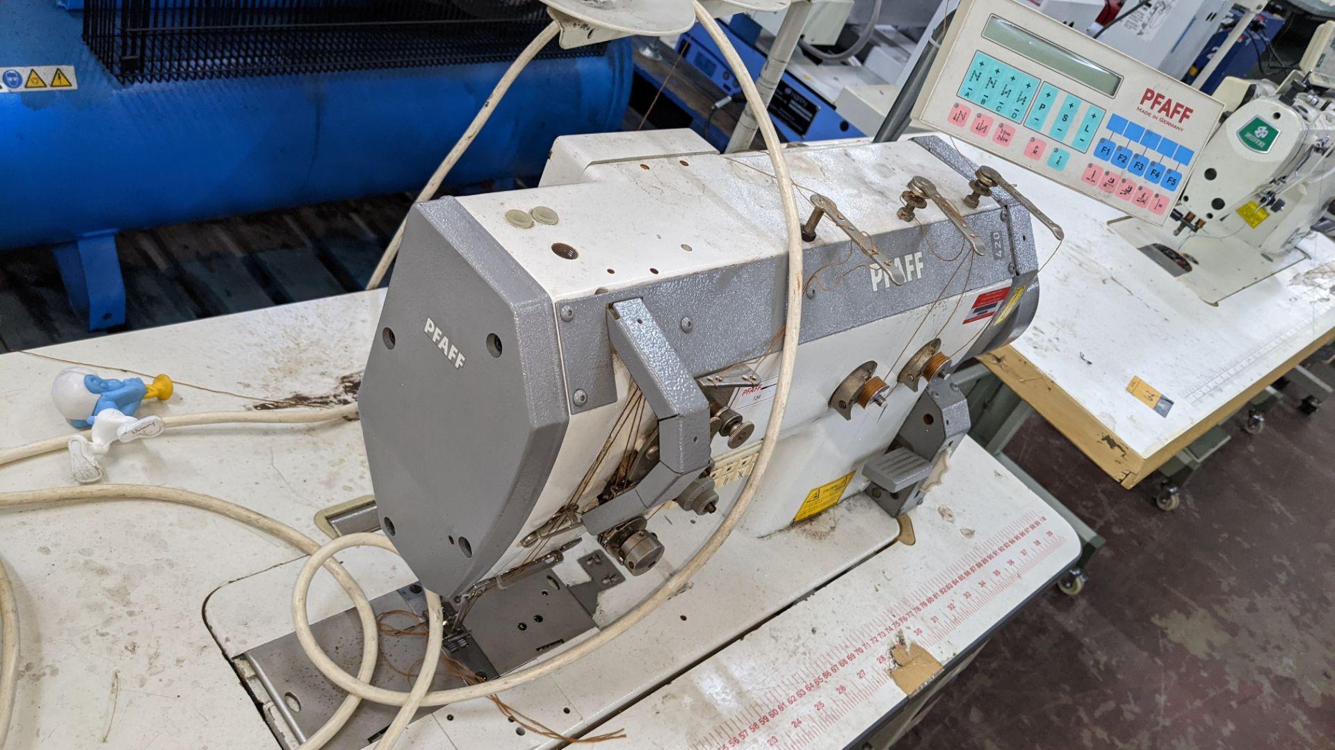 Pfaff twin needle sewing machine, model 422 - Image 13 of 17