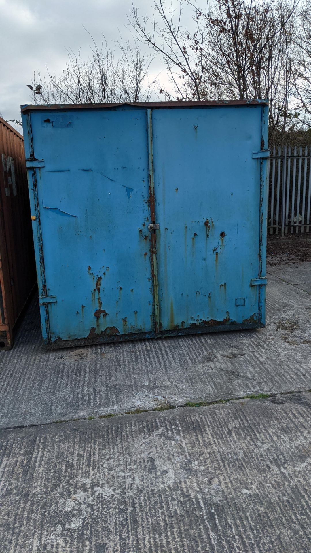 Blue metal container with jack legs & doors at one end. Max external dimensions (excluding legs) ap - Image 5 of 21