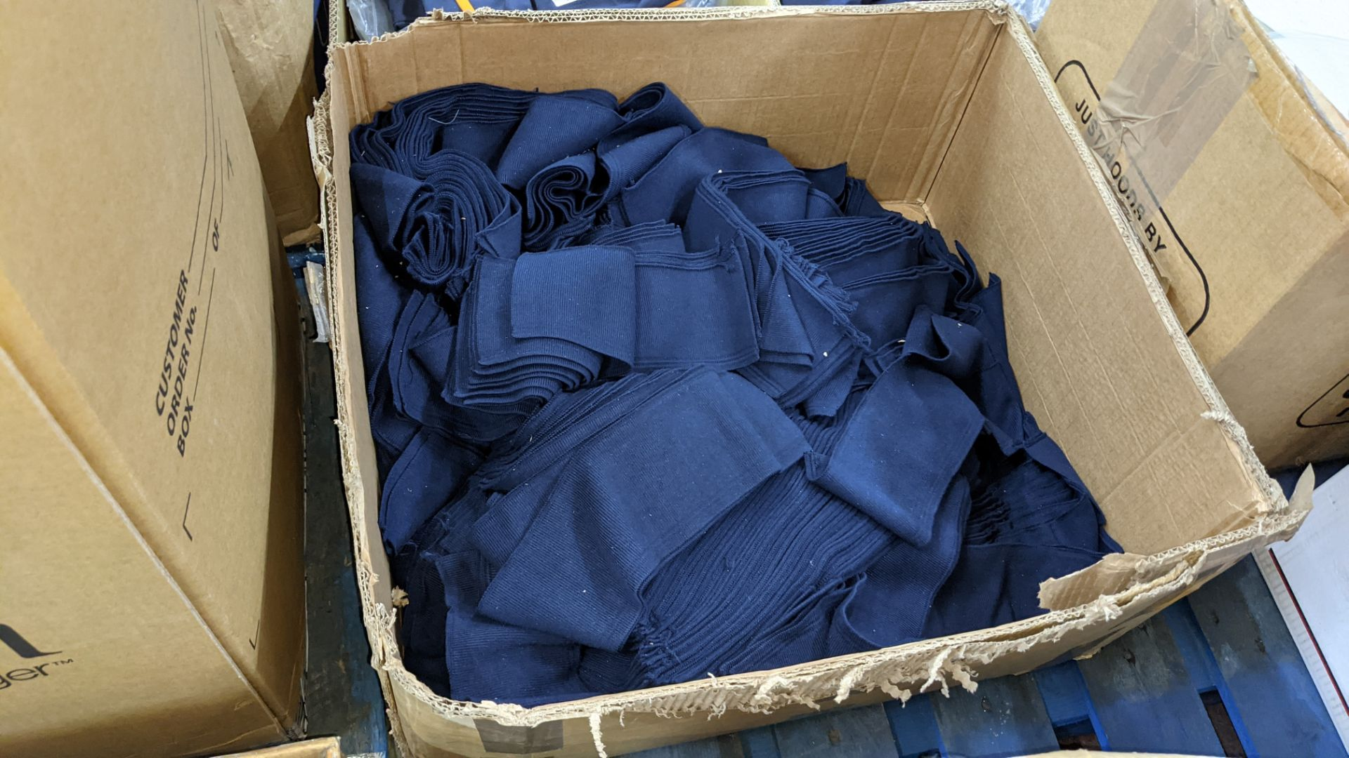 Quantity of assorted pieces of fabric in blue, green & black - this lot consists of 4 assorted size - Image 6 of 7