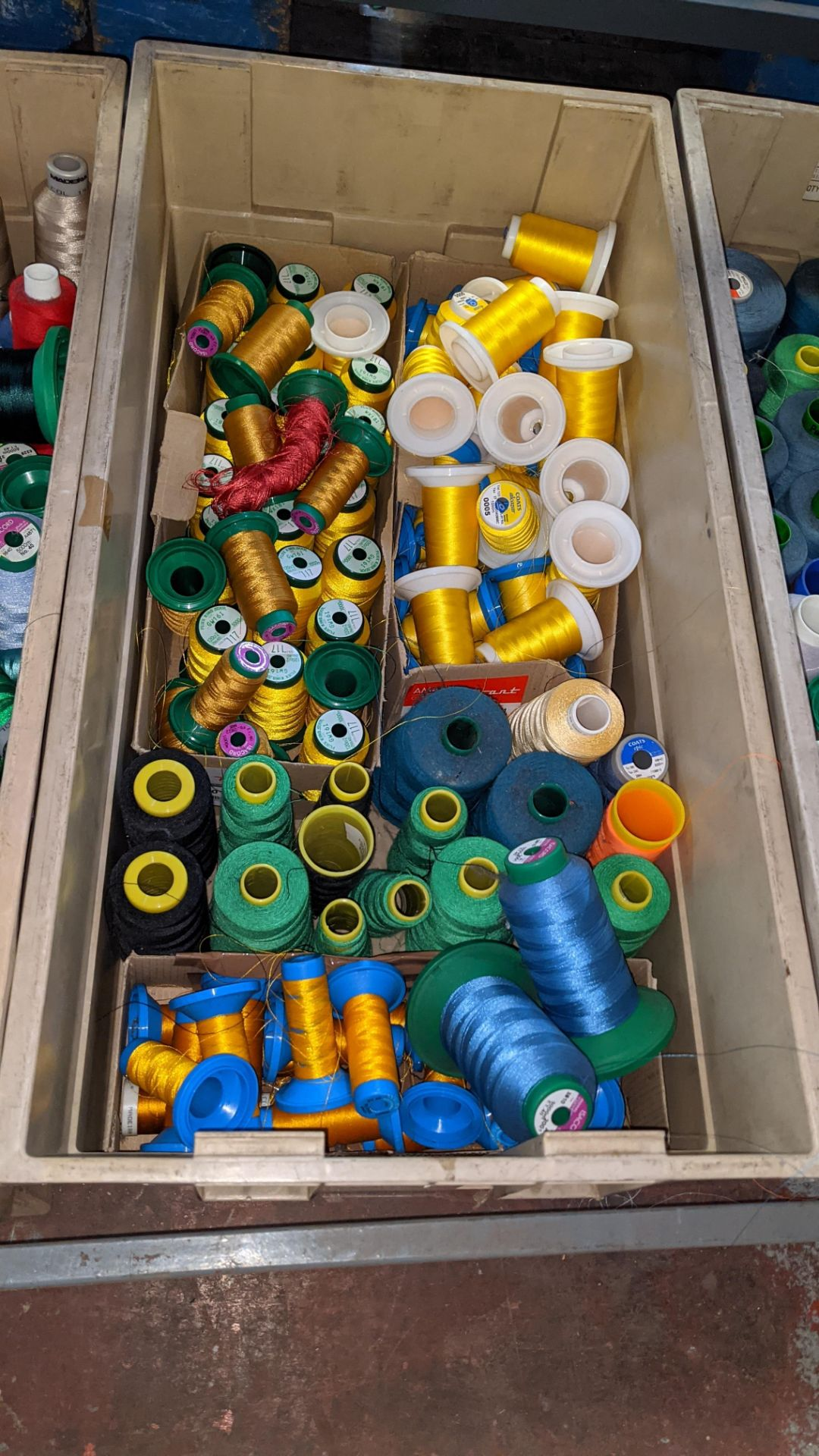 The contents of 3 large crates of assorted embroidery thread - Image 4 of 5