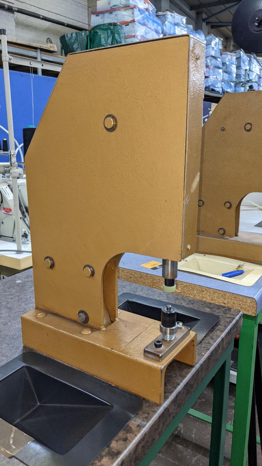 Foot operated riveting machine/press stud machine - Image 8 of 9