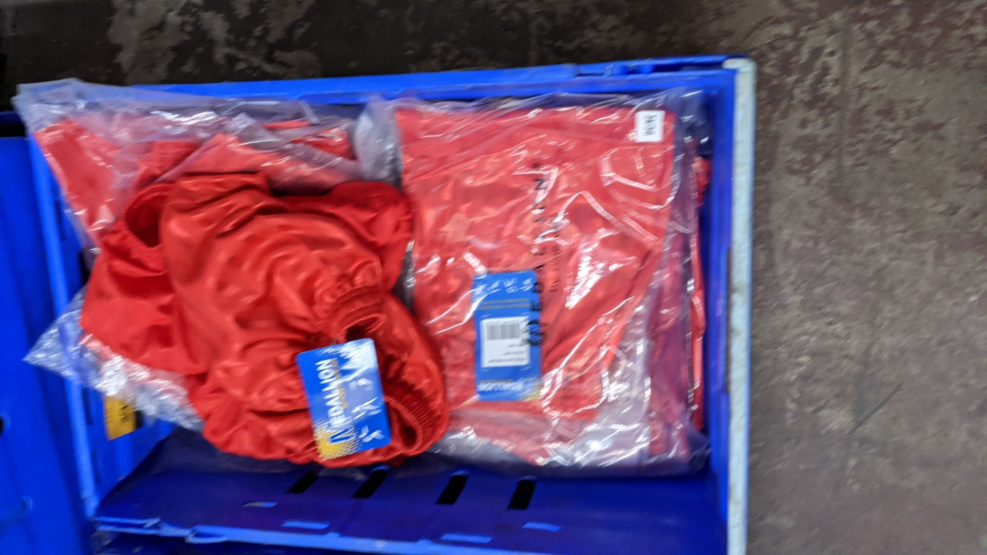 Approx 20 off red children's sports shorts - Image 5 of 5