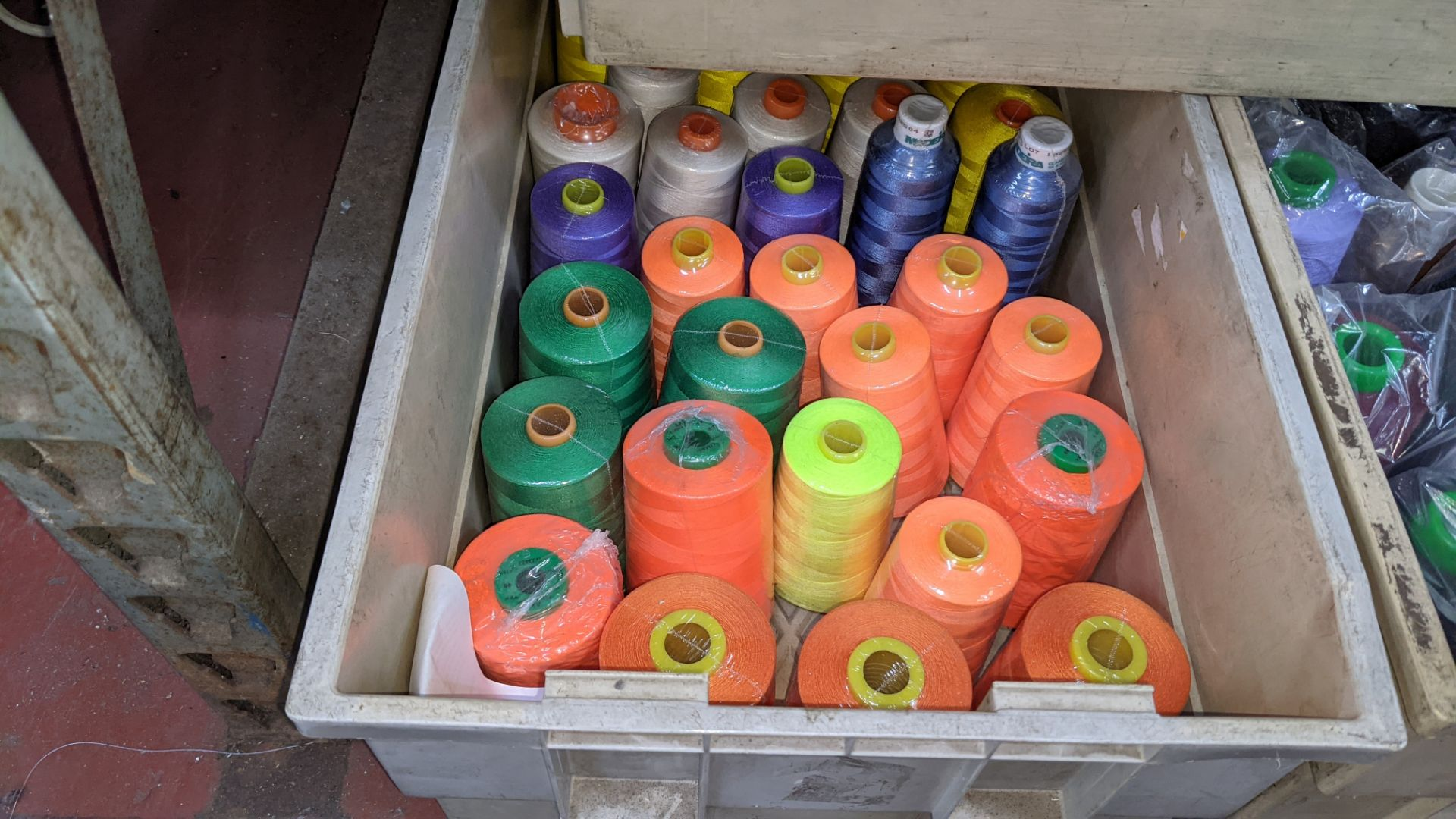 The contents of 3 large crates of thread - Image 4 of 5
