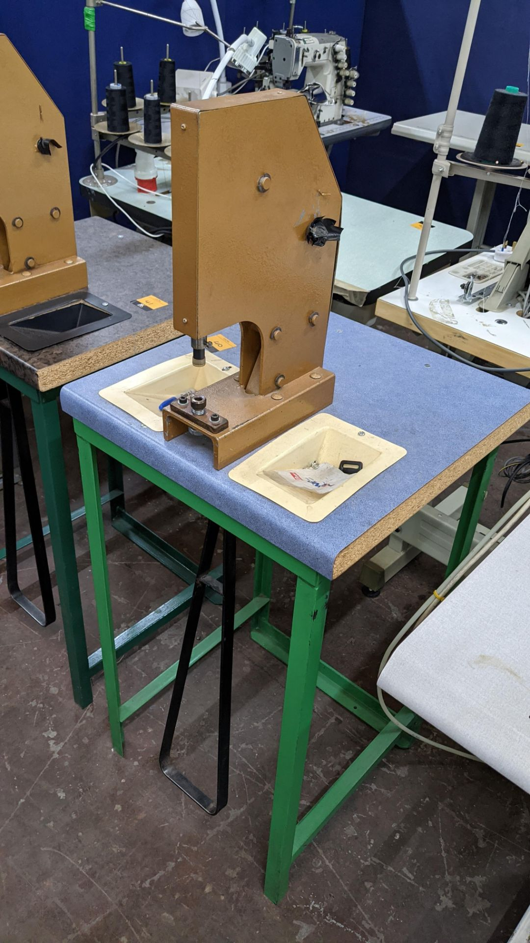 Foot operated riveting machine/press stud machine