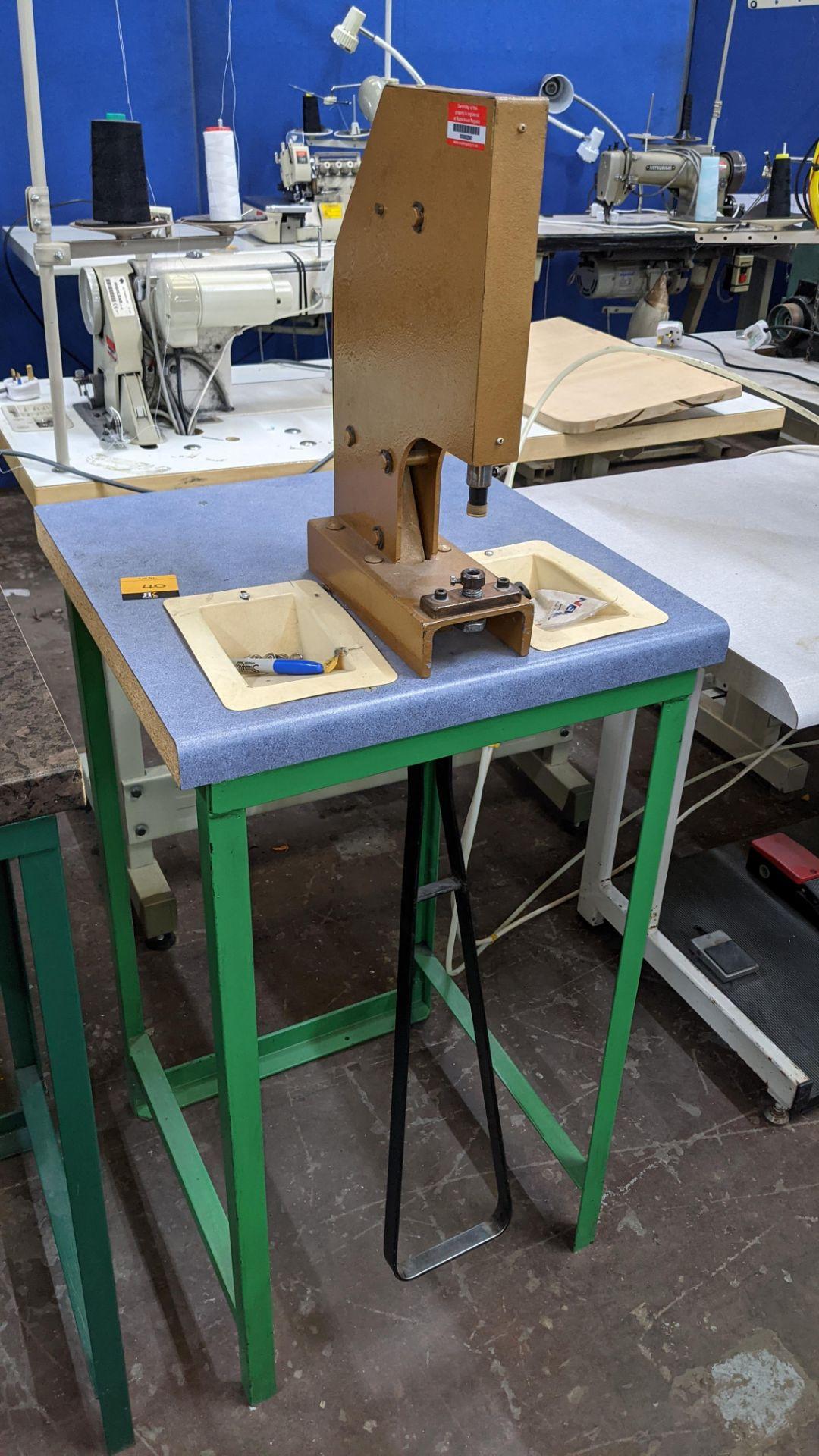 Foot operated riveting machine/press stud machine - Image 8 of 8