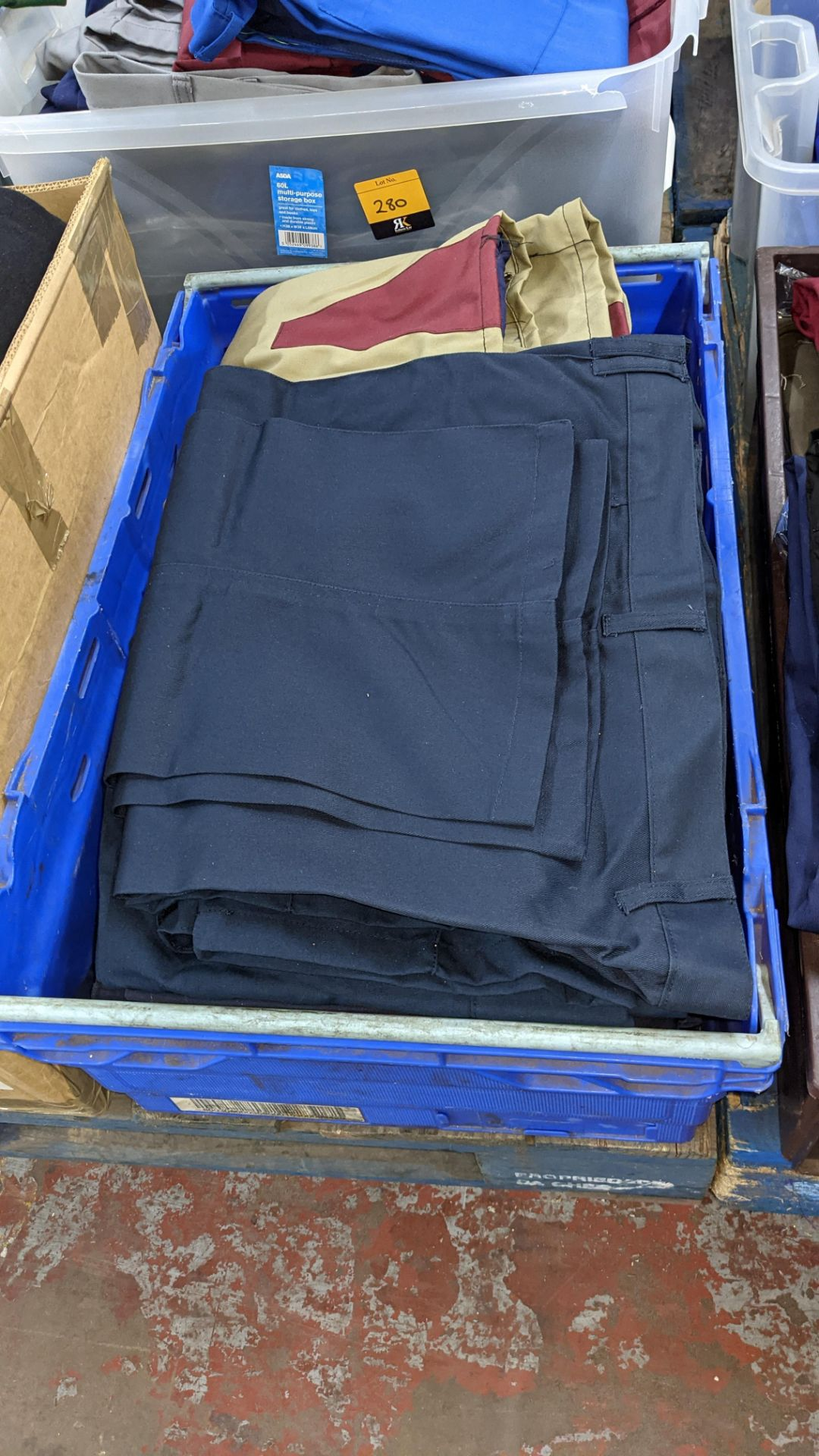 The contents of 4 crates of assorted work trousers. NB crates excluded - Image 3 of 8