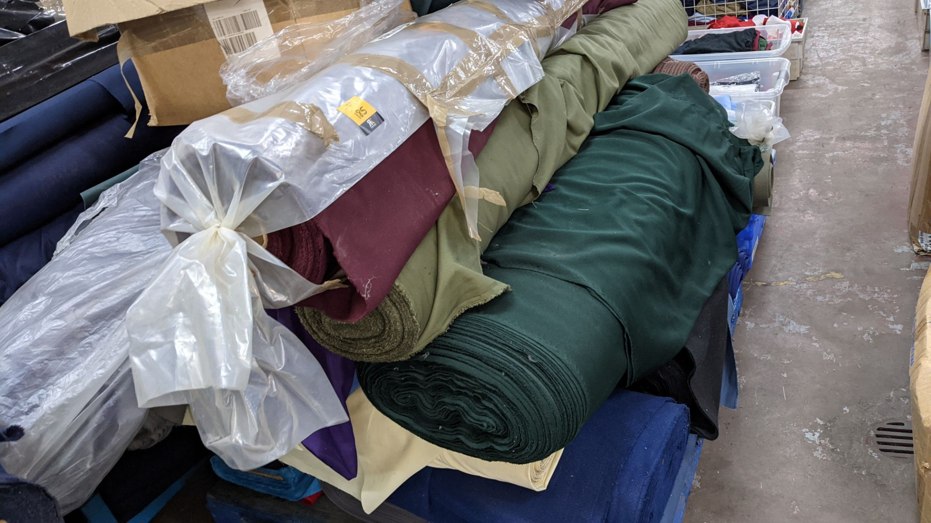 The contents of a pallet of assorted fabric - Image 6 of 8