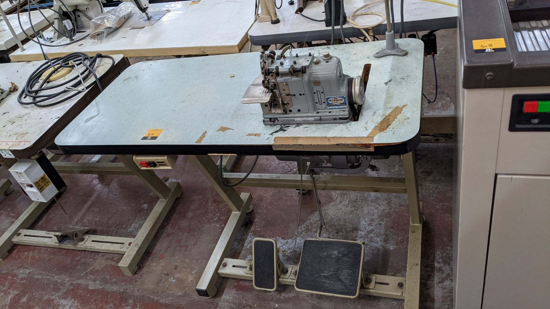 Merrow type M-3U narrow edge sewing machine
