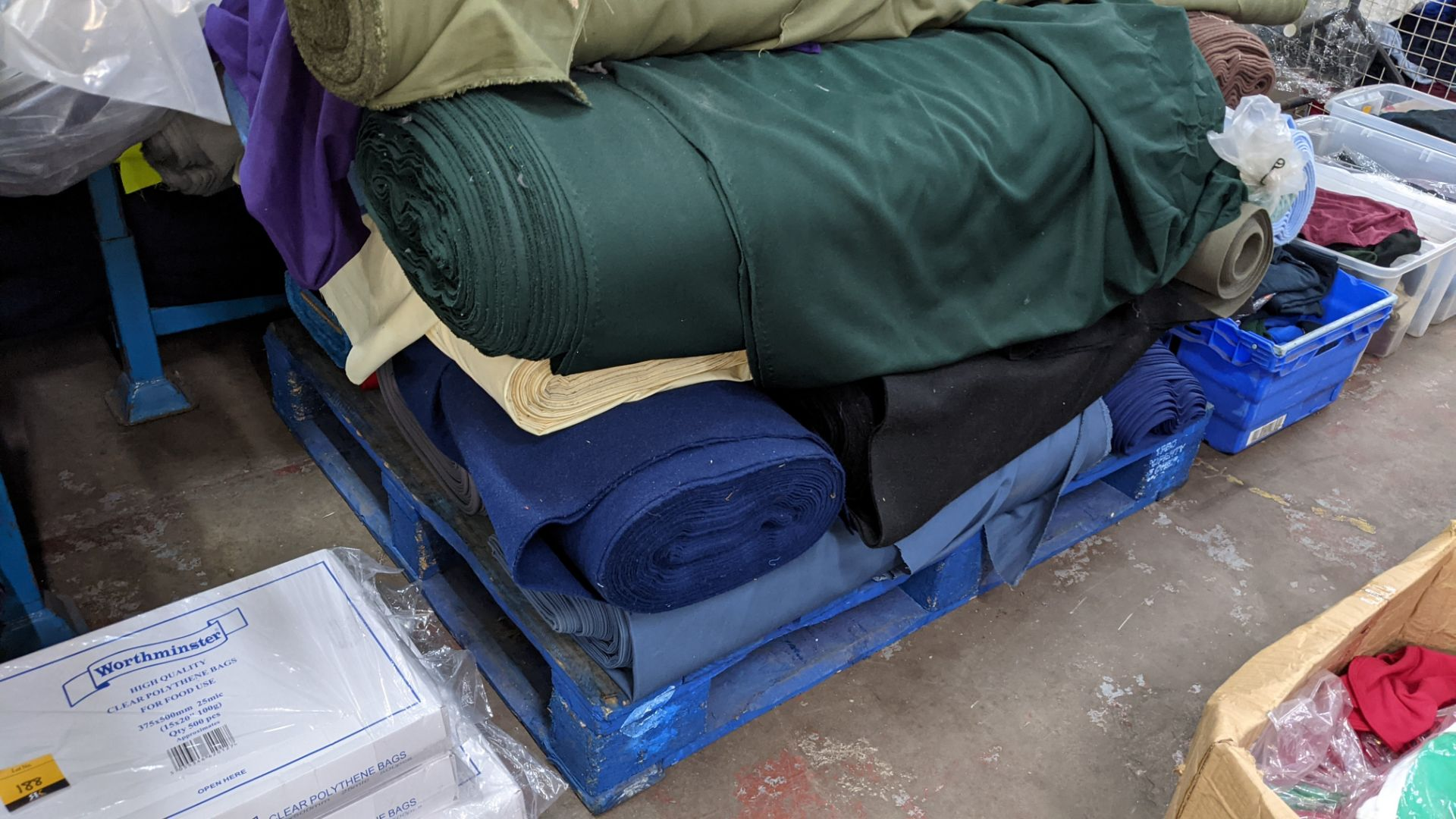 The contents of a pallet of assorted fabric - Image 4 of 8