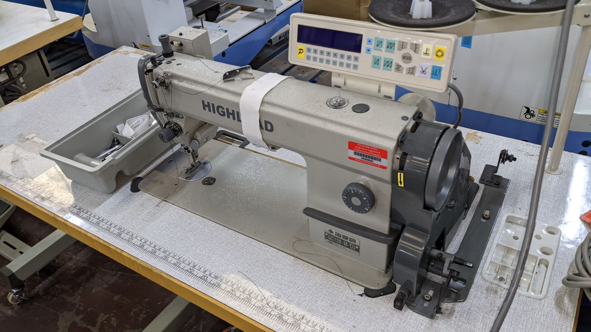 Highlead model GC128-M-D3 sewing machine - Image 5 of 18