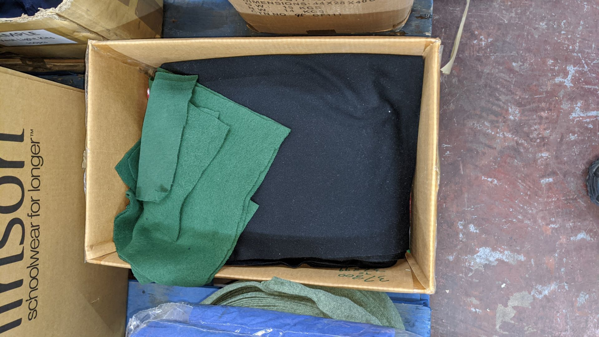 Quantity of assorted pieces of fabric in blue, green & black - this lot consists of 4 assorted size - Image 4 of 7