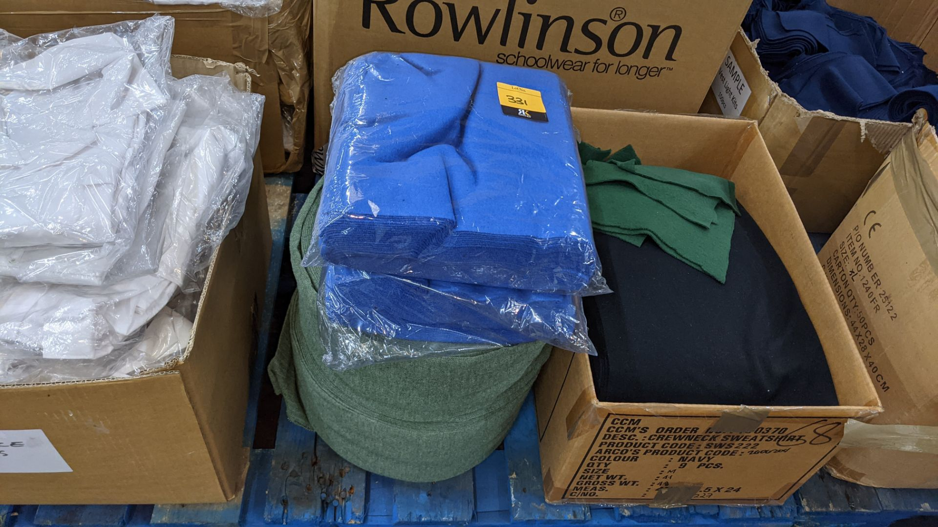 Quantity of assorted pieces of fabric in blue, green & black - this lot consists of 4 assorted size - Image 3 of 7