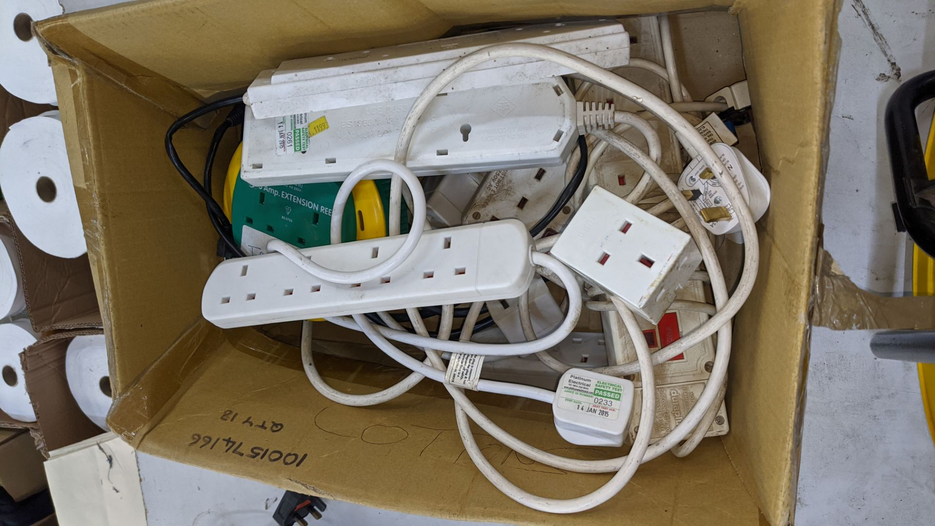Box of electrical extension cables plus reel of extension cable as pictured in front of the box - Image 4 of 4