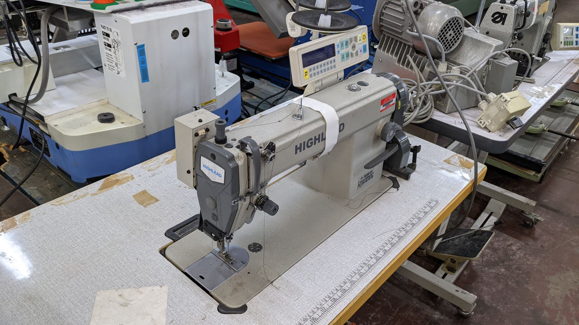 Highlead model GC128-M-D3 sewing machine - Image 9 of 18