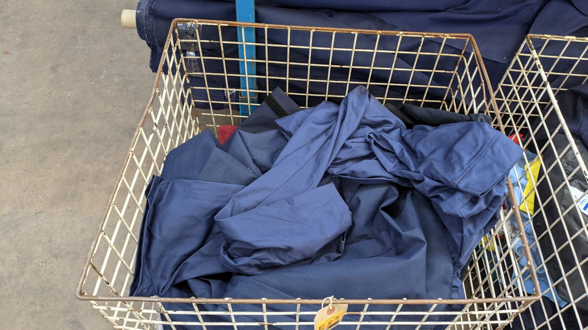 The contents of a cage of workwear & overalls - Image 3 of 6